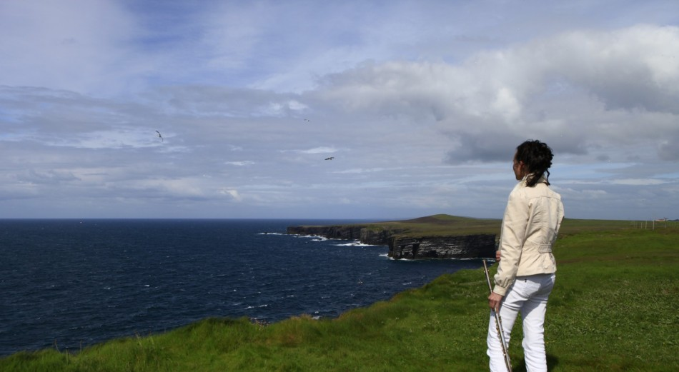 cropped-the-tunes-foundry-2014-portraits-093colour-overlooking-cliffs.jpg