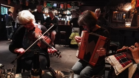 Paula McMahon on fiddle and Patsy Hanrahan on piano-accordion.