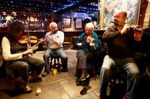 Musicians at Cruises Bar. Photgrapher Patrick Keating