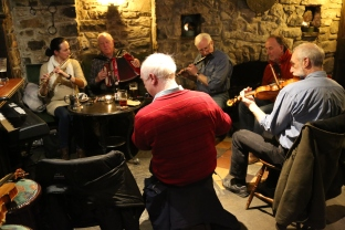 Áine, Jimmy, Bill, Patrick, Jerry and Colm. Previous photo for Colm playing flute (front of picture!!) ;)